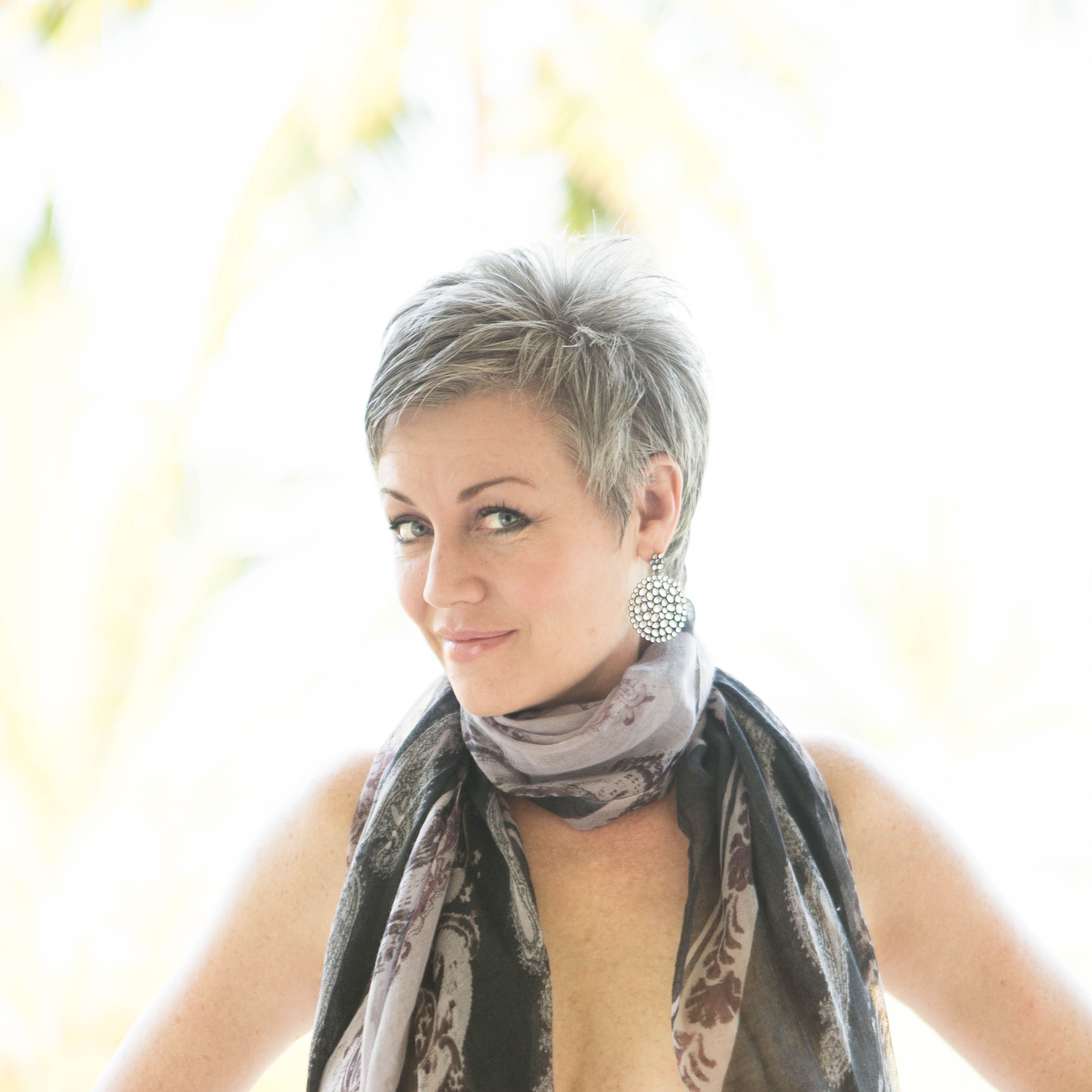 #shortgreyhair #pixie #lettingitgrow