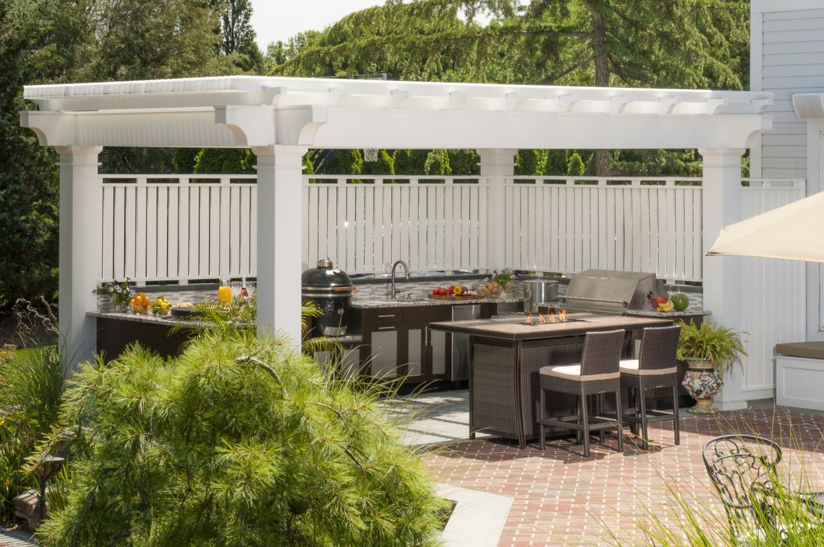 This Outdoor Kitchen Layout Extends From The Side Of The Home And Includes A Bar Seating Area To Outdoor Kitchen Design Luxury Outdoor Kitchen Outdoor Kitchen