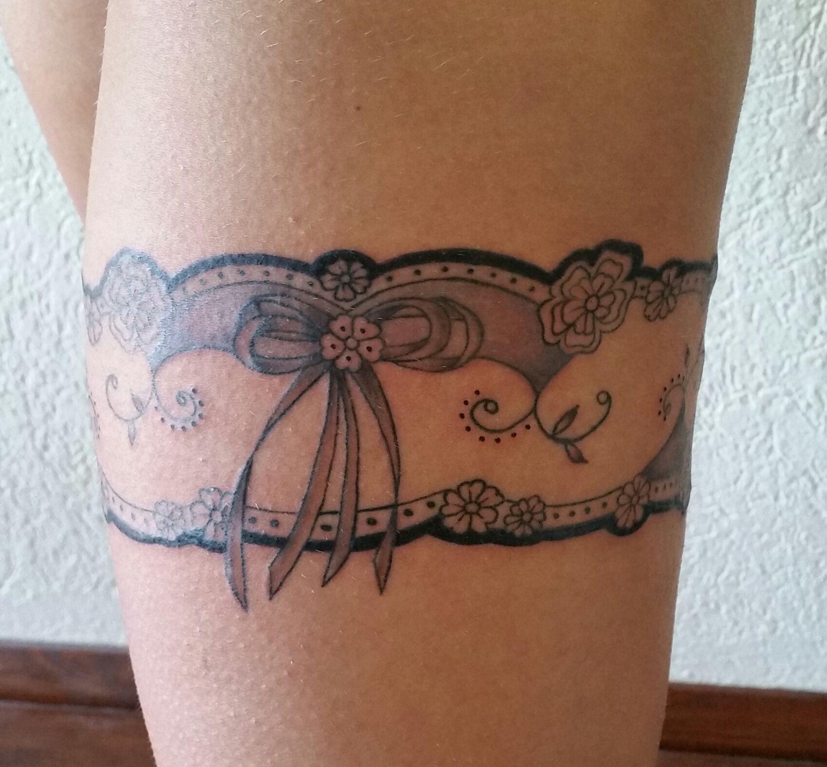 tattoo kousenband google search tattoos pinterest tattoo ideen tattoo vorlagen und ideen. Black Bedroom Furniture Sets. Home Design Ideas