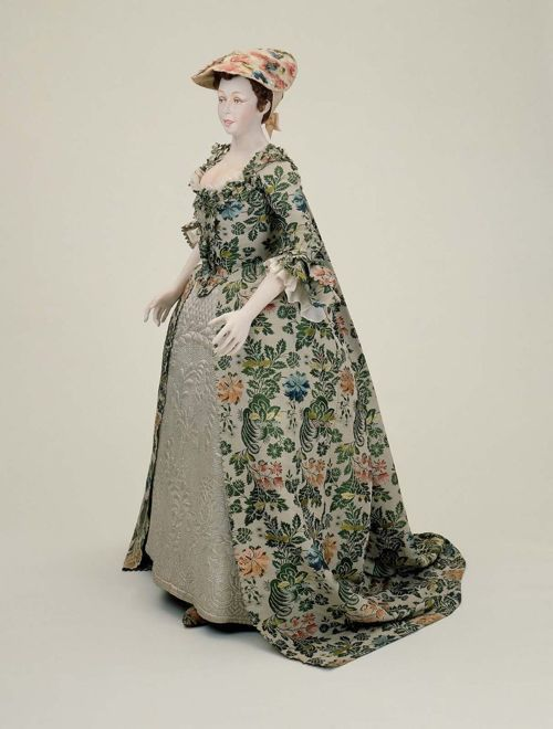 The Watteau back...LOVE IT. AKA the sack back dress. The front is a bit stiff, skip the hat. other than that...yea