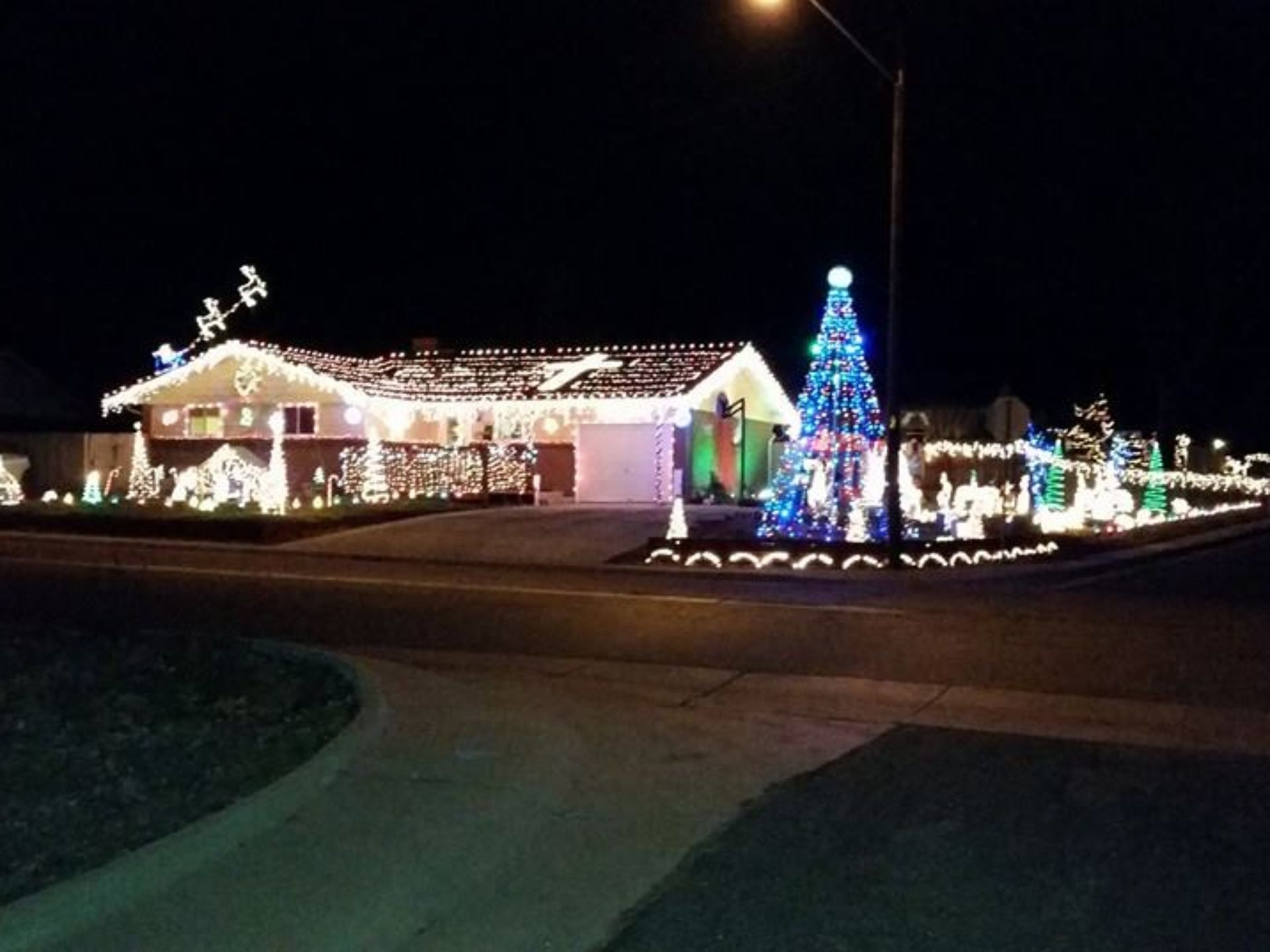 A beautiful and classy light display that wraps around
