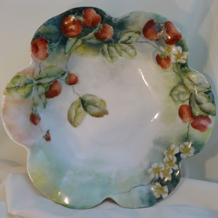 T&V Limoges bowl with strawberries hand painted porcelain