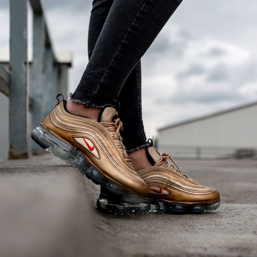 50a8a4657a7 Nike Women s Air VaporMax 97 « Vintage Coral » Credit   Asphaltgold ...