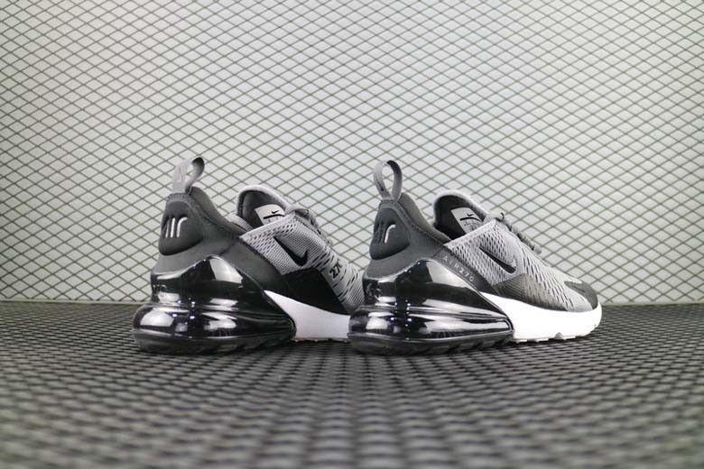 Soldes Nike Air Max 270 dans Nike Air Max 270 Flyknit Gris