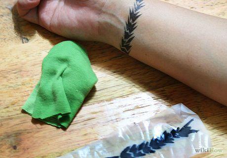 ein nicht dauerhaftes tattoo machen tattoos piercings pinterest tattoo selber machen. Black Bedroom Furniture Sets. Home Design Ideas
