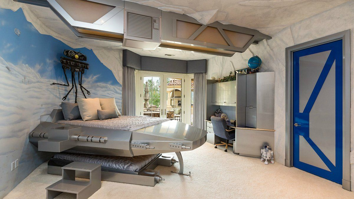 A Tech Mogul Is Selling His Mansion Complete With Star Wars Bedroom For 15 Million Star Wars Bedroom Star Wars Bedroom Decor Star Wars Room