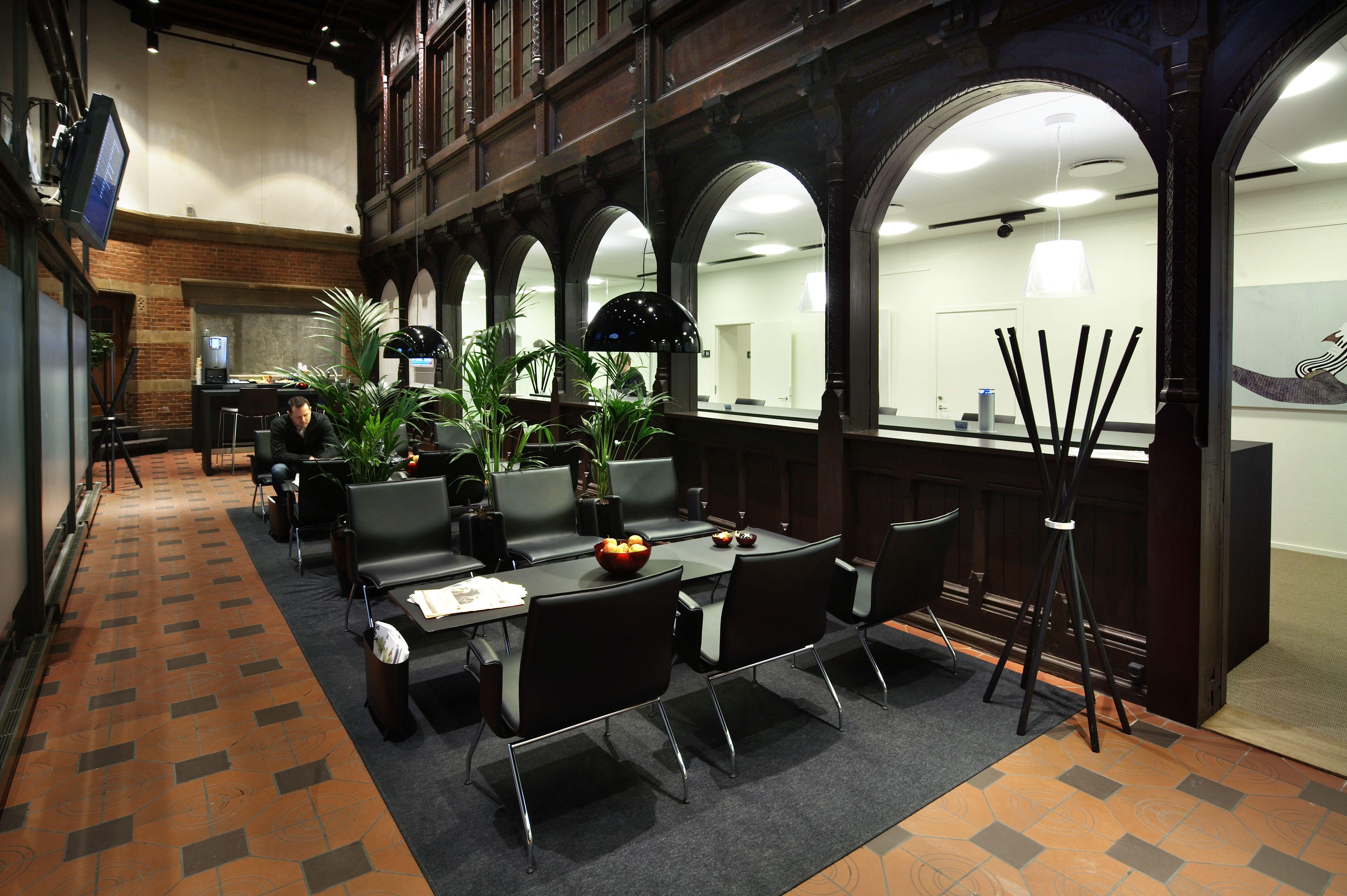 dsb lounge hovedbanegrden po inventar desktop furniture linoleum forbo interior - Linoleum Restaurant Interior