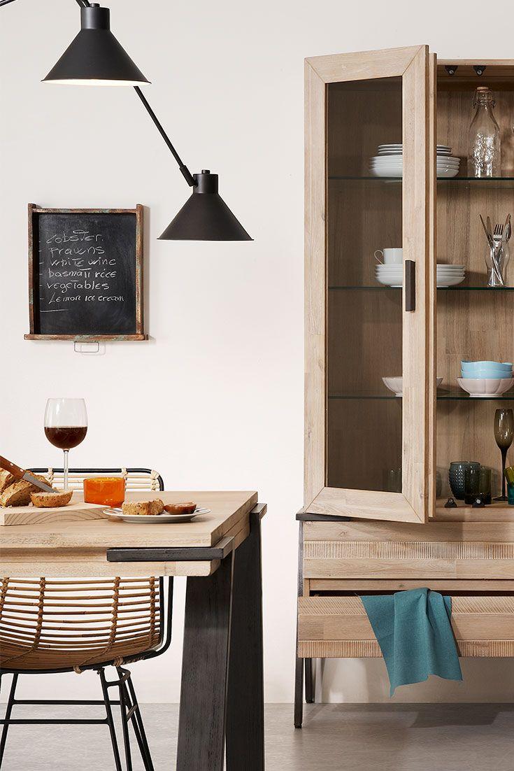 La lumière suspendue est le meilleur moyen d'éclairer votre table à manger! Optez pour l'élégance avec les #lampes Dione!