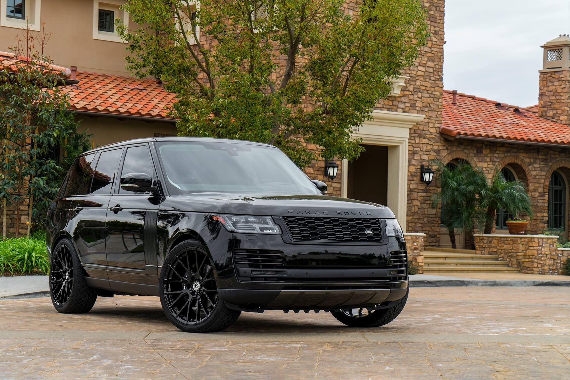 Blending in and standing out blacked out Range Rover on Forgiato