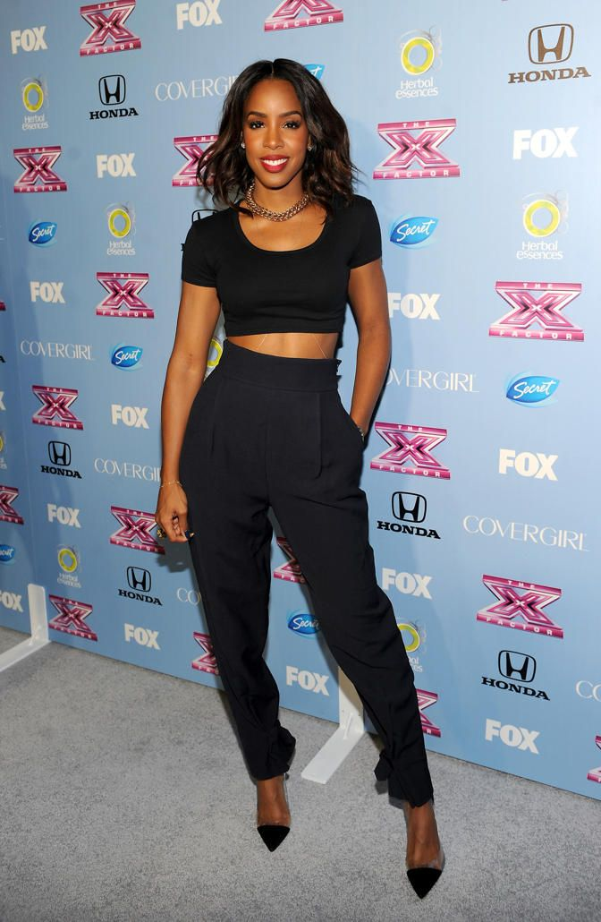 Kelly Rowland rocking black crop tee and the classic high waist pants #Effortless