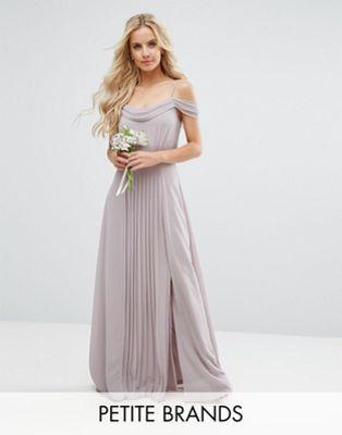 TFNC WEDDING Petite – Maxikleid mit Schulteraussparung und ...