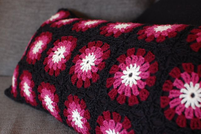 Happy Pillow using Flowers in the Snow pattern, FREE on Ravelry ...