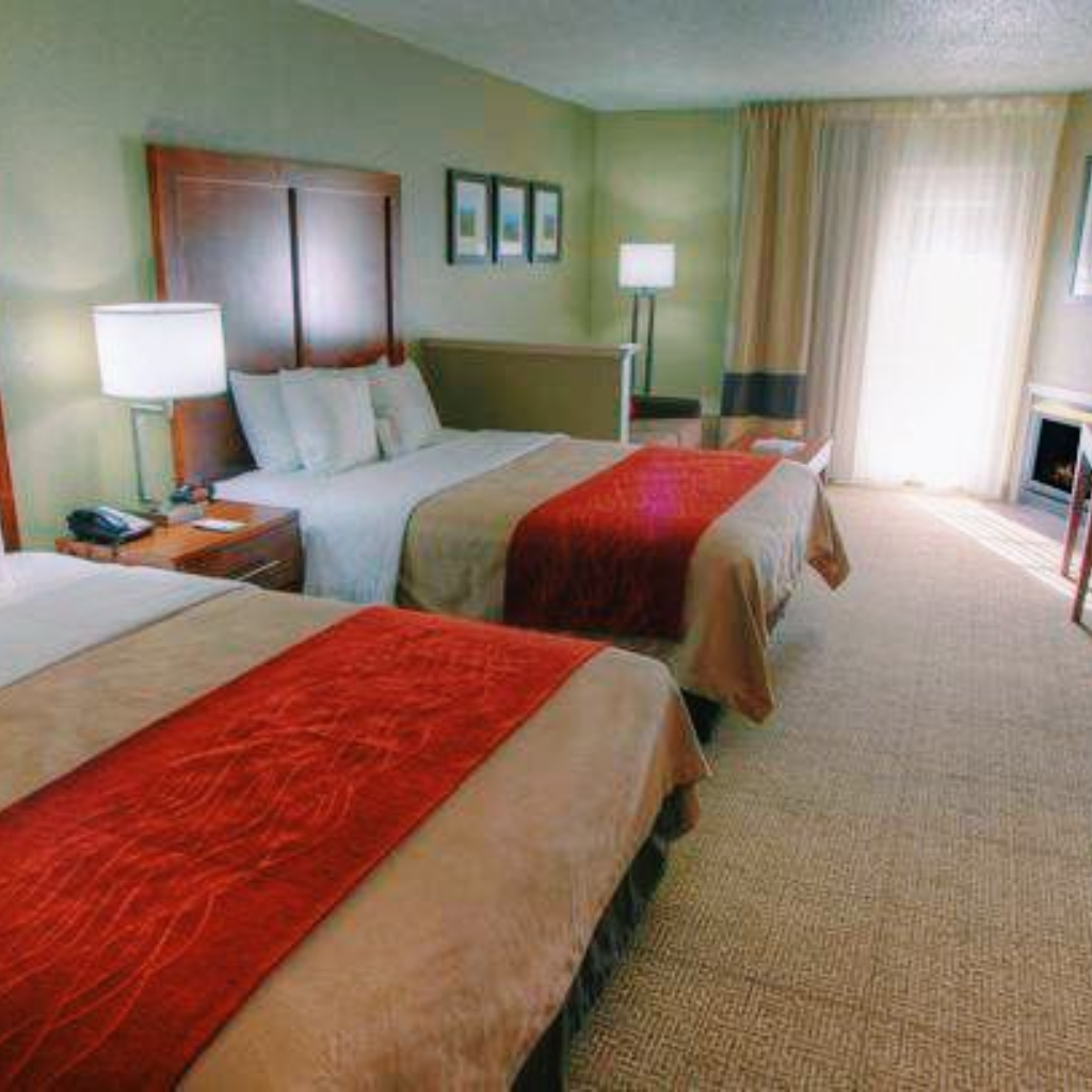 Quality Inn Suites At Dollywood Lane Pigeon Forge Tn Easy Home Decor Suites Large Hot Tubs