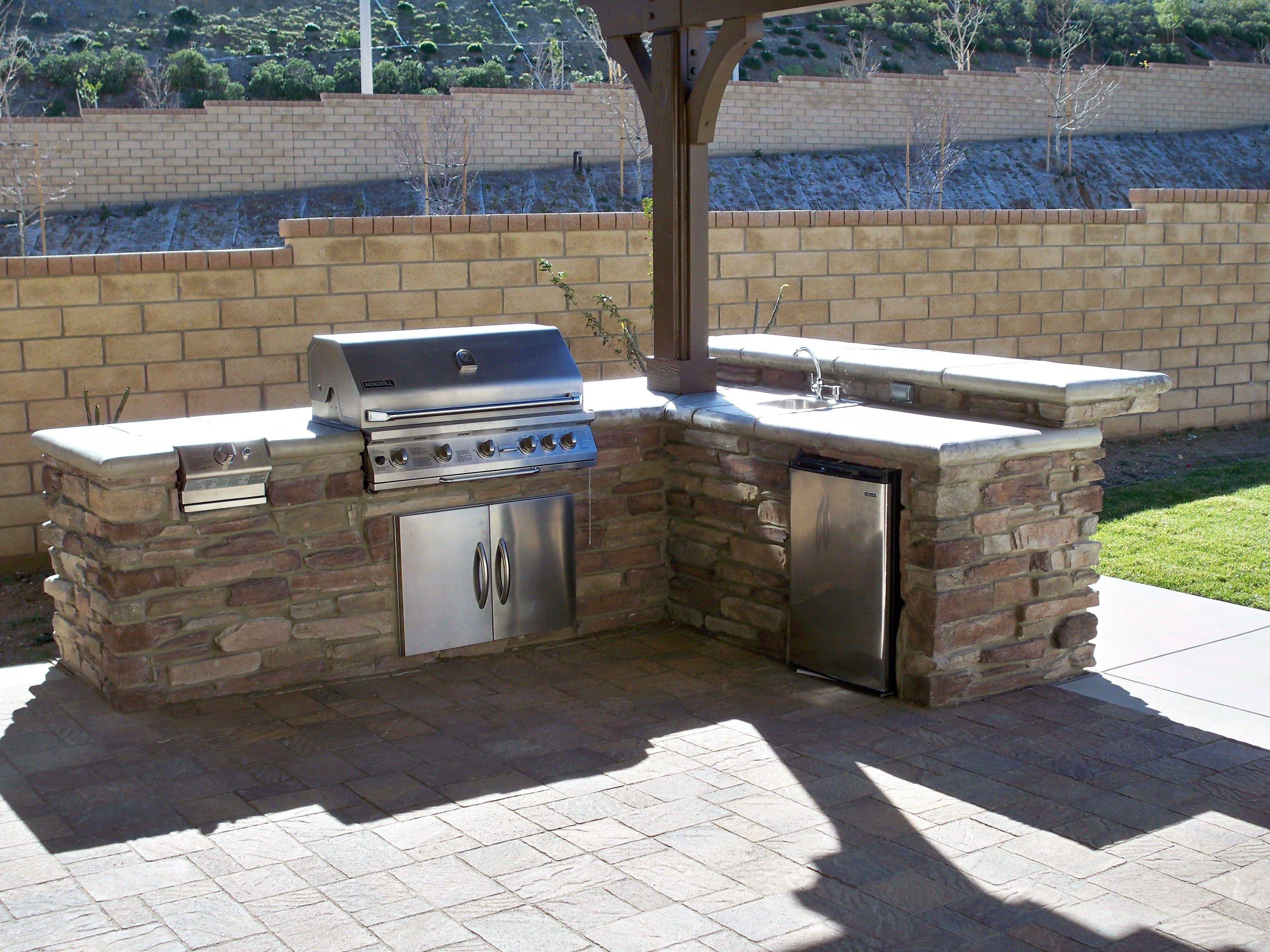 Traditional Outdoor Kitchen In Clovis Southwestern Beige Umbrella By Exterior Details Outdoor Kitchen Outdoor Kitchen Design Backyard Bbq Outfit Ideas