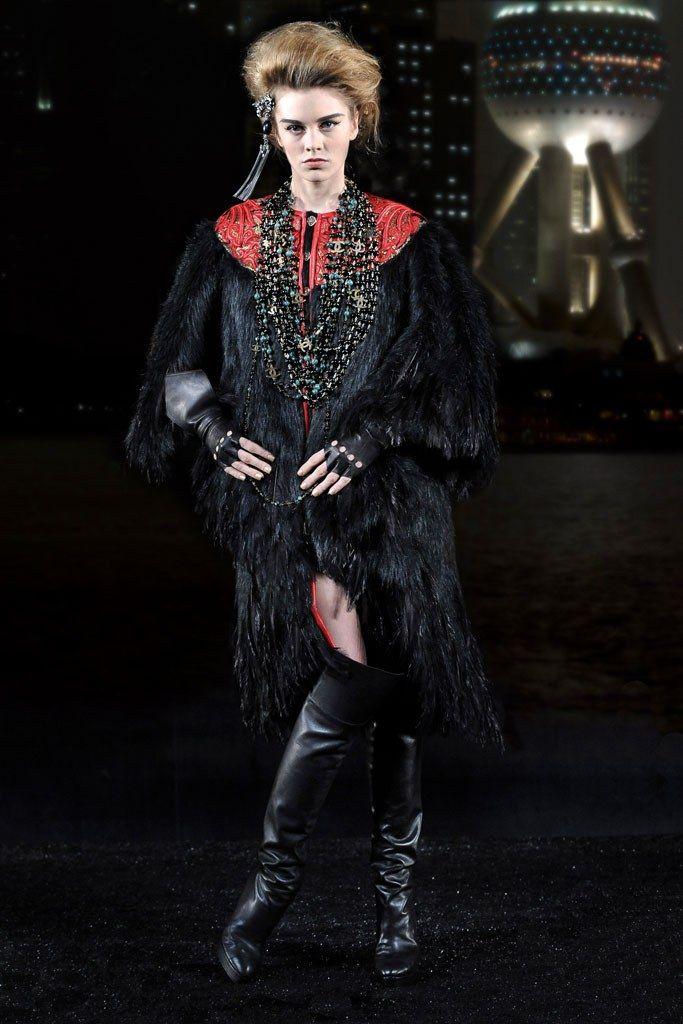 Chanel Pre-Fall 2010 Fashion Show - Tara Jean