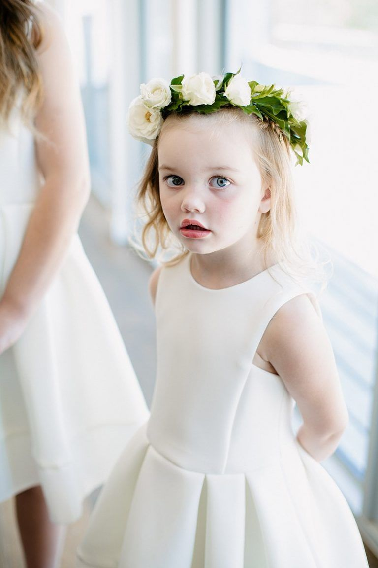 Klassische Hochzeit in Weiß und Blau in 10  Blumenkinder