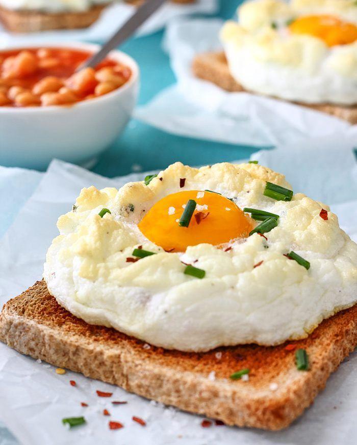 """Julia auf Instagram: """"Easy Cloud Eggs Recipe wird auch Eggs on a Cloud genannt. Es ist eine unterhaltsame Art, Eier für das # Frühstück zu machen. Wie macht man eine Wolke Eier? Hier ist super … """"  – Yemek"""