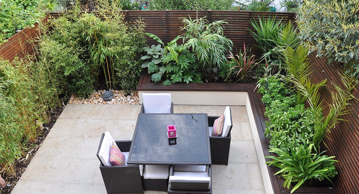 How to create a cosy outdoor living room with a tropical