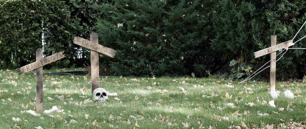 Use Pallet Pieces For Graveyard Instead Of All Tombstones