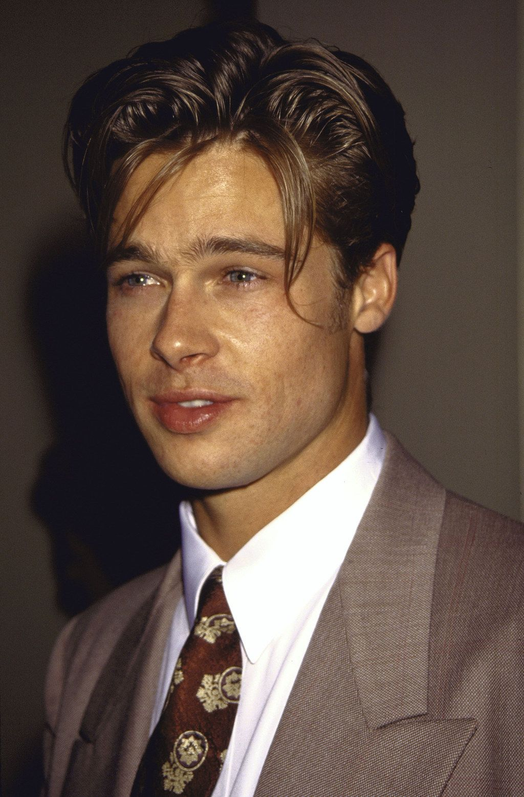 A Comprehensive History Of Brad Pitt S Hair Brad Pitt Hair Brad Pitt Brad Pitt Young