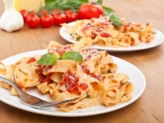 Pappardelles con fondue de tomate