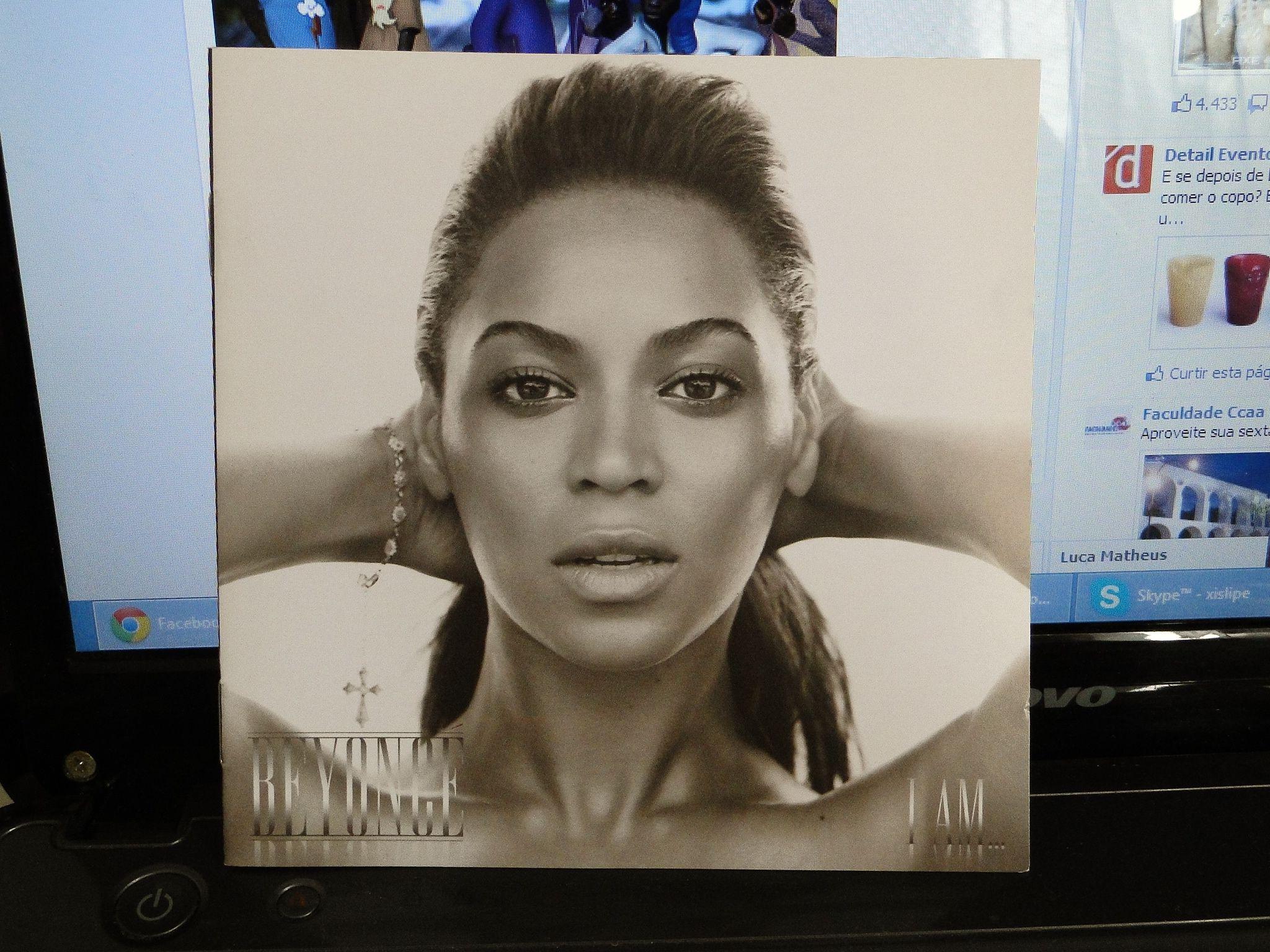"""Esse CD, por inteiro marcou muito minha vida em 2009. Ele foi o responsável por deixar a Beyoncé durante ANOS no topo do meu LastFM. Inclusive estive presente quando a """"I Am... Tour"""" veio ao Brasil, mais especificamente no dia 7 de Fevereiro de 2010, no Rio de Janeiro - HSBC Arena! Esta é a versão simples, porém o disco é duplo! Comprei por R$14,90! As músicas que mais gosto provavelmente não estão na versão standard..."""