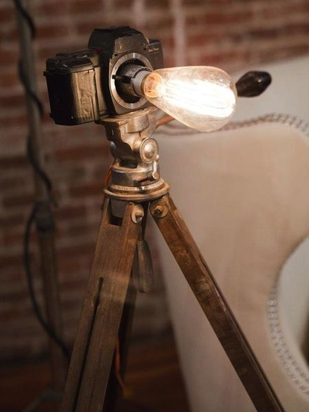 Reuse Old Cameras And Give A New Life Camera Lamp Diy Lighting Recycled Lamp