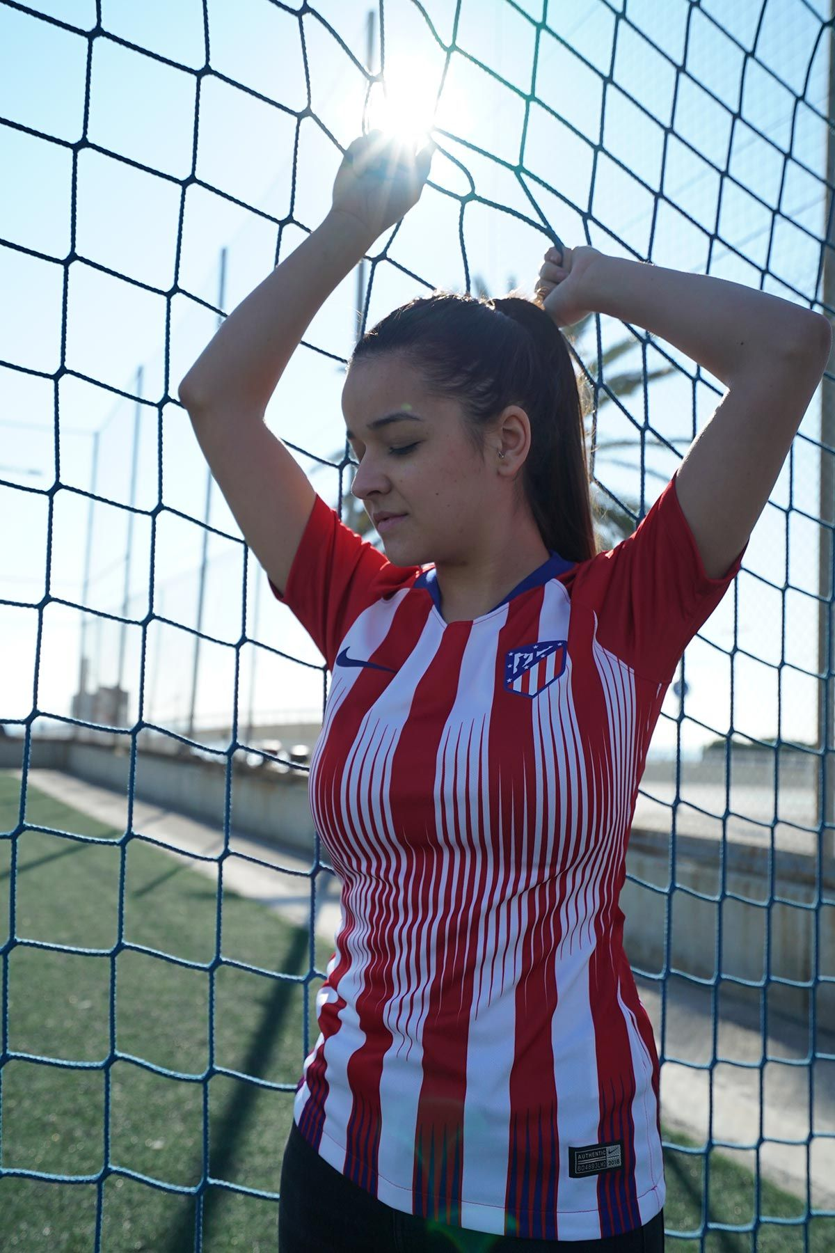 5d0675fa412bd Camiseta mujer primera equipación Atlético Madrid 2018 - 2019 - roja    blanca Foto   donforofo (instagram) para  futbolmania