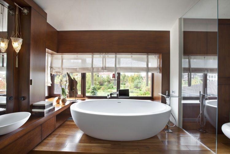Carrelage sol salle de bain imitation bois et baignoire for Carrelage mural imitation bois salle de bain