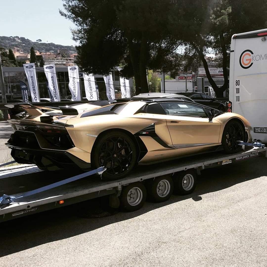Pin By Pineau On Lamborghini In 2020 Super Cars Luxury Cars Cars