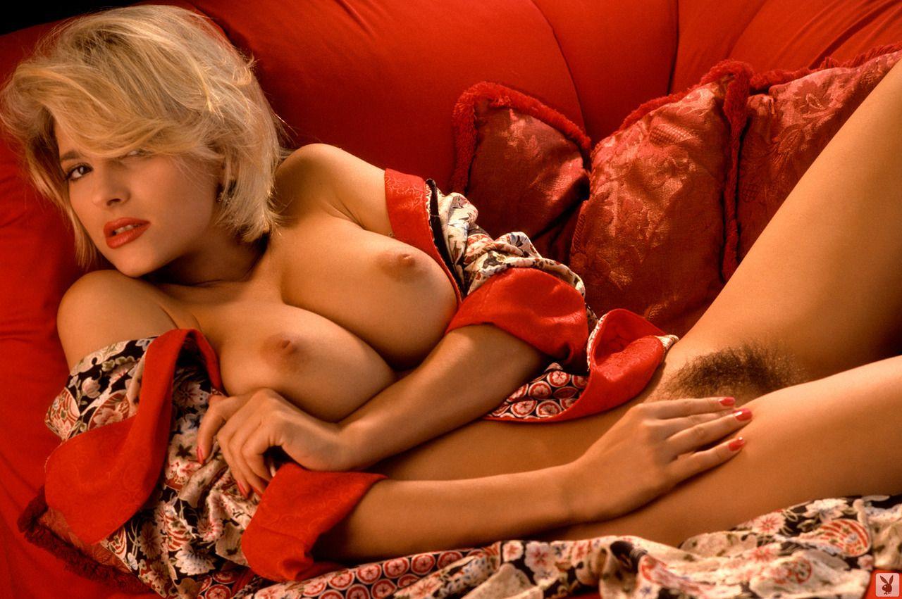 Nude Peggy 18