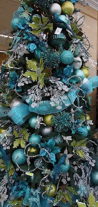 Blue teal turquoise christmas ideas blue christmas - Arbol de navidad decorado ...