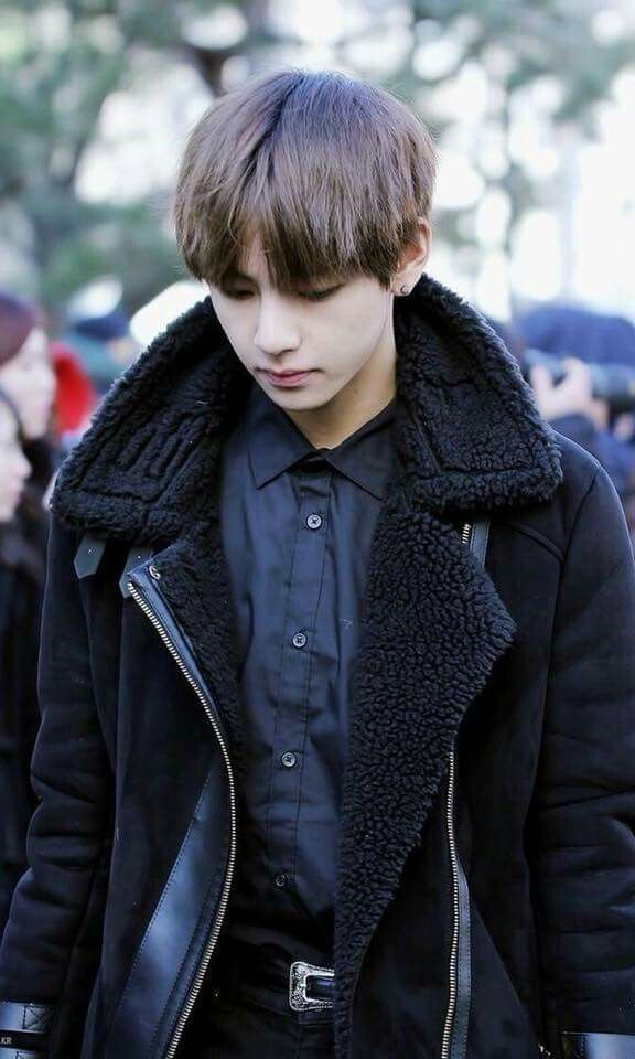 taehyung-outfit-all-black4