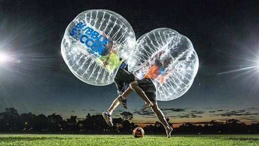 C'est un nouveau sport qui combine les règles du football et le contact fracassant des bulles géantes! C'est un concept original et amusant où les joueurs s'affrontent à l'intérieur de grandes bulles transparentes lorsqu'ils sont sur le terrain pour marquer des buts .Ils peuvent ainsi se percuter, faire des smashs et tomber au sol sans se blesser. Il est accessible aux personnes de tout âge;Location jeu collectif sport Bumper Ball / Bubble foot Lys-lez-Lannoy (59390)