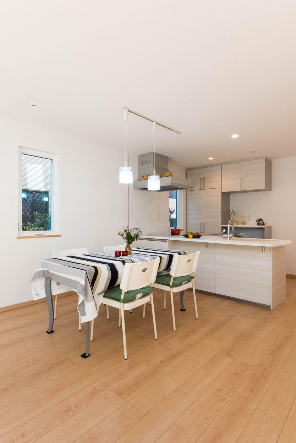 フリーメンテが自慢 真っ白な外壁の超 長持ちの家 横浜で北欧住宅を建てるマックライフの写真集 2020 北欧住宅 家 住宅