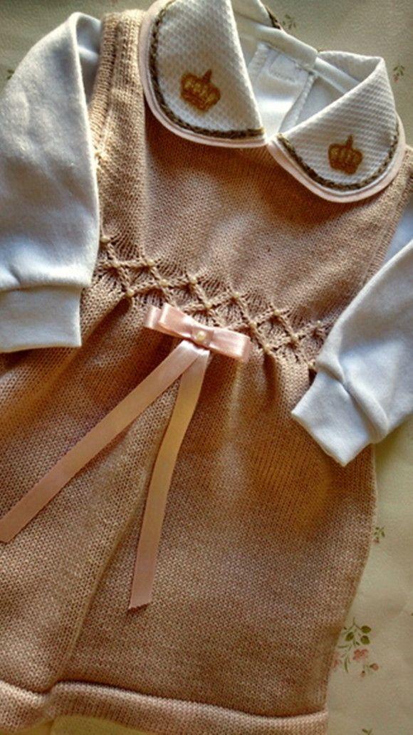 b21fac960ee08 Conjunto vestido para saída de maternidade composto por vestido com barrado  em ponto smock e delicadas pérolas aplicadas a mão