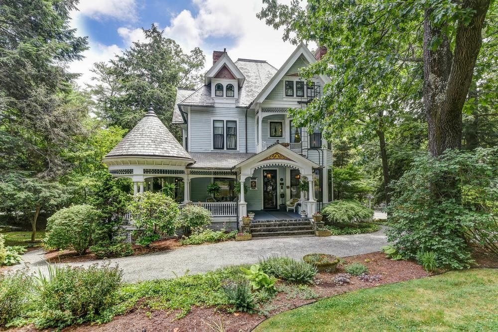 1899 Victorian: Queen Anne For Sale in Asheville, North