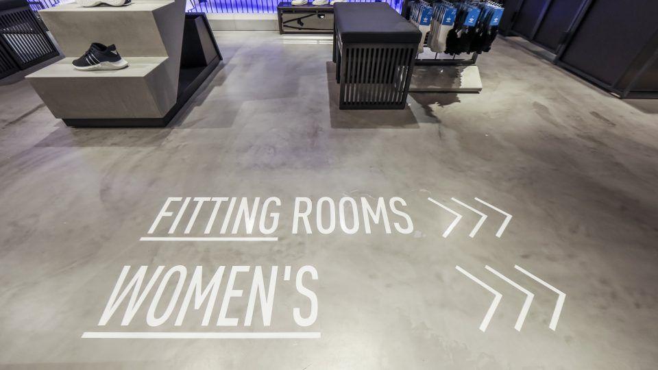 termómetro asignar delincuencia  Adidas Store Interior lowres V2-82 | Fashion store design, Store design,  Kids store