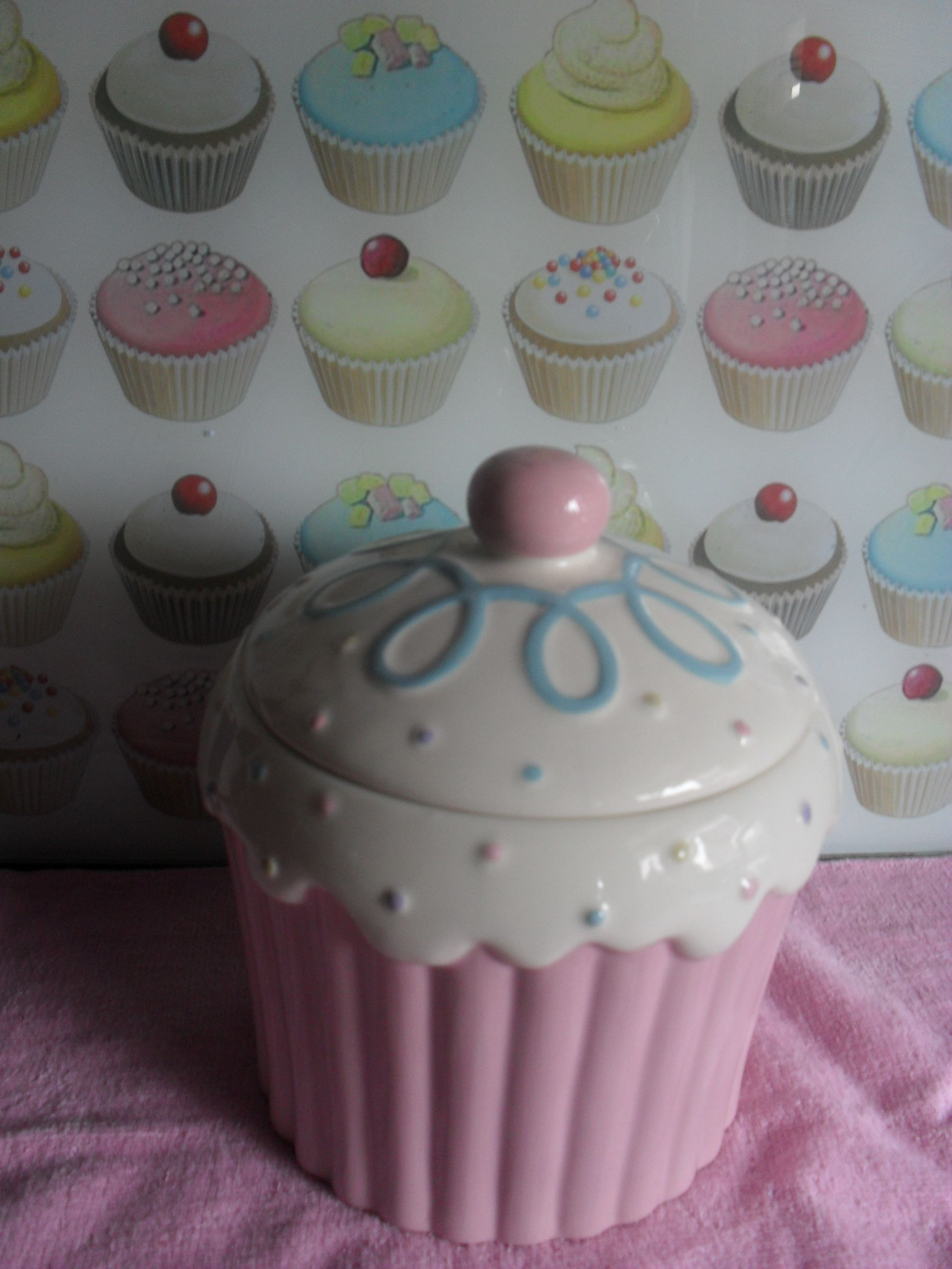 cupcake kitchen timer this is so cute i want the pink one