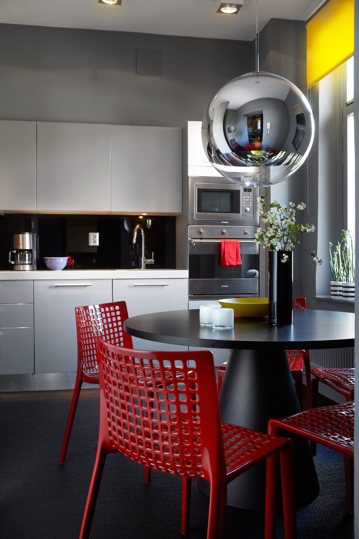 Äntligen färg – lägenheten som inte räds starka kulörer! - Sköna hem ...
