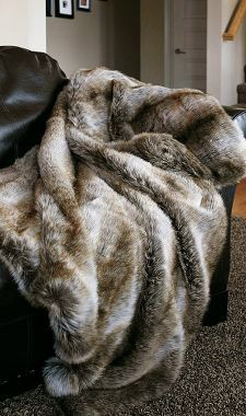 I would die period. Most epic blanky in the whole world ..  looka amazingly soft n cuddly