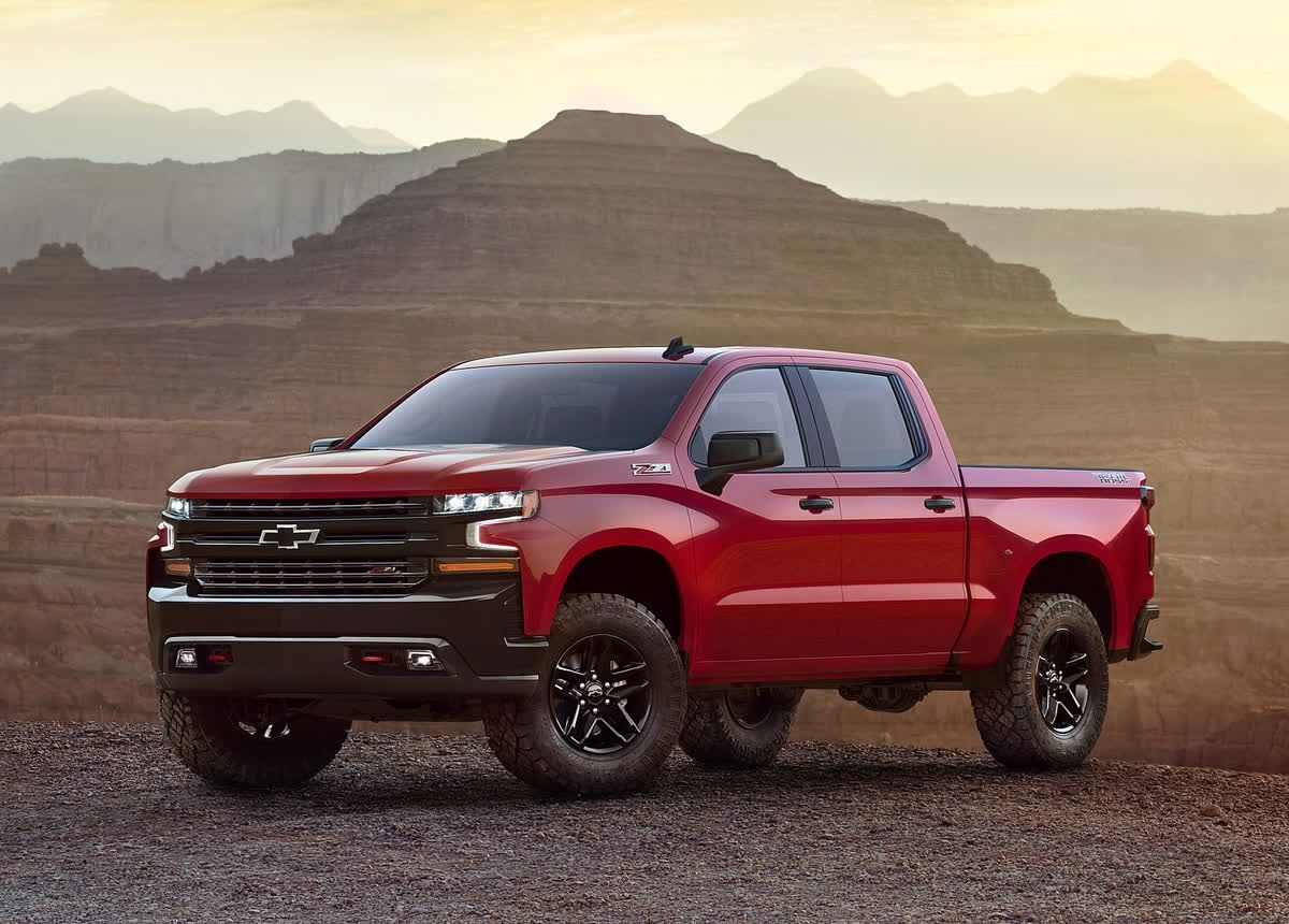 The Chevrolet Silverado Is A Head Turner With Eight Trim Levels From The Basic Pickup To The Very Luxurious People Mover And Off Ro Chevrolet Silverado Trucks