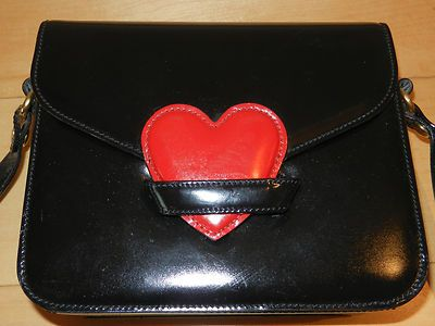 BLACK MOSCHINO REDWALL VINTAGE SHOULDER BAG WITH RED HEART CLOSURE