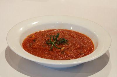 Siskot kokkaa: Tomaattikeitto paahdetuilla leivänmurusilla ja oli...