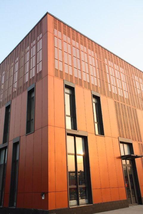 respa nos presenta Sunblinds (quiebra vistas), un sistema de placas arquitectónicas que revisamos con anterioridad, las cuales están diseñadas principalmente para el cerramiento de fachadas y la creación de segundas pieles.