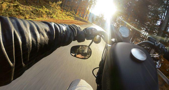 """""""Y solo quise seguir la luz.."""" #motos #carretera #gopro"""