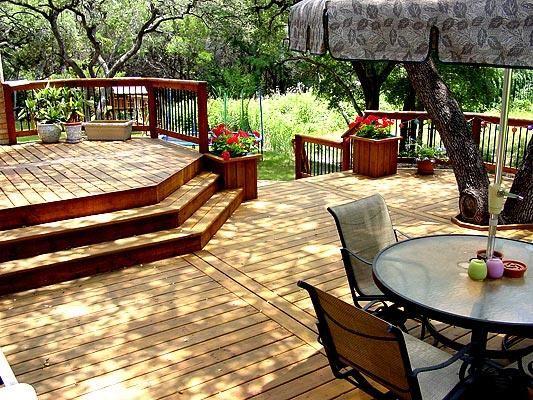 Beautiful multi level deck love the planter near the for Multi level deck design