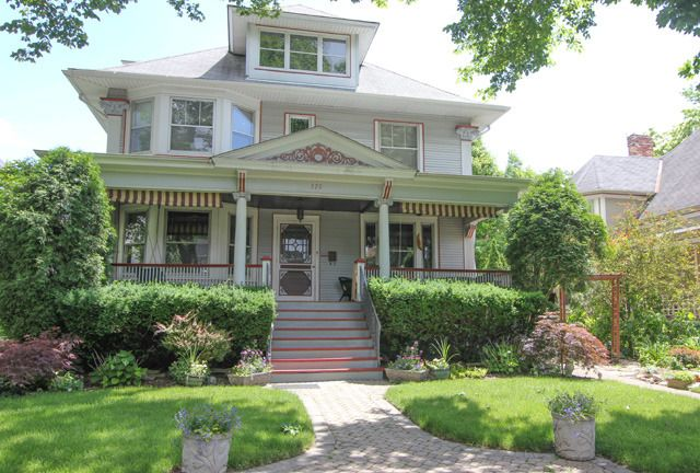 320 South Grove Avenue Oak Park Il 60302 60302 Mls 09254890 Coldwell Banker Oak Park House Exterior House Styles