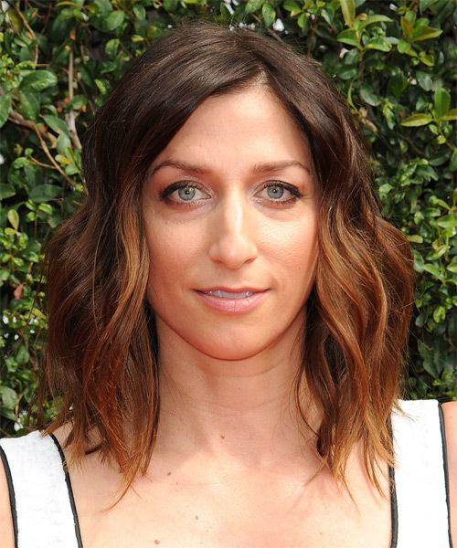 Chelsea Peretti Medium Wavy Brunette and Red Two-Tone Hairstyle   Chelsea peretti, Wavy ...