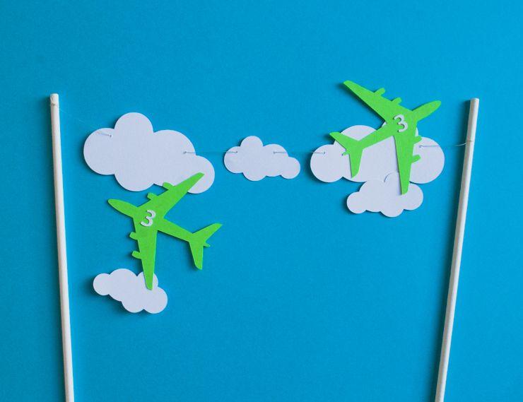 Easy Airplane Birthday Cake plus Free Printable Airplane and